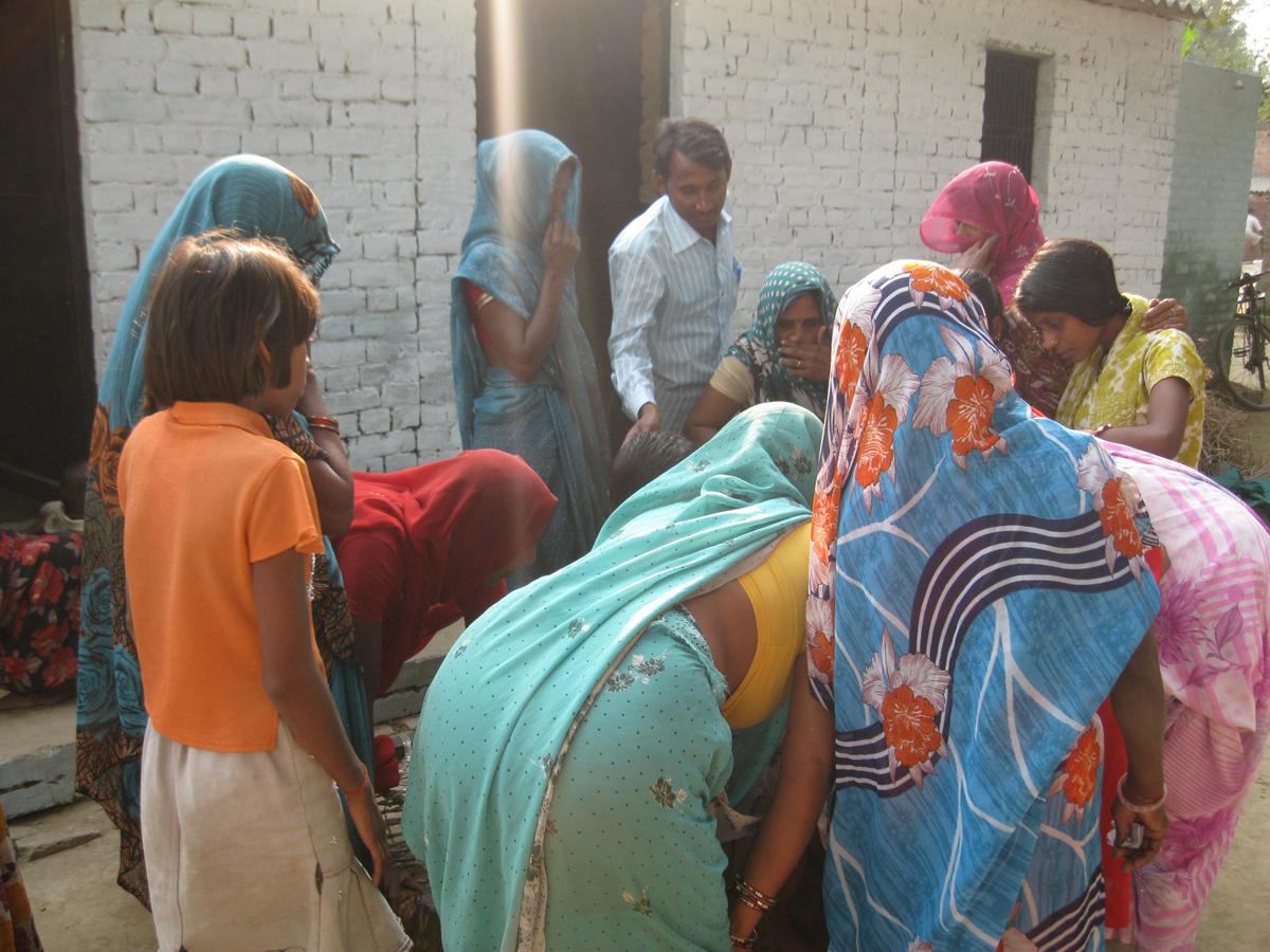 Vrouwen ontmoeten op het platteland